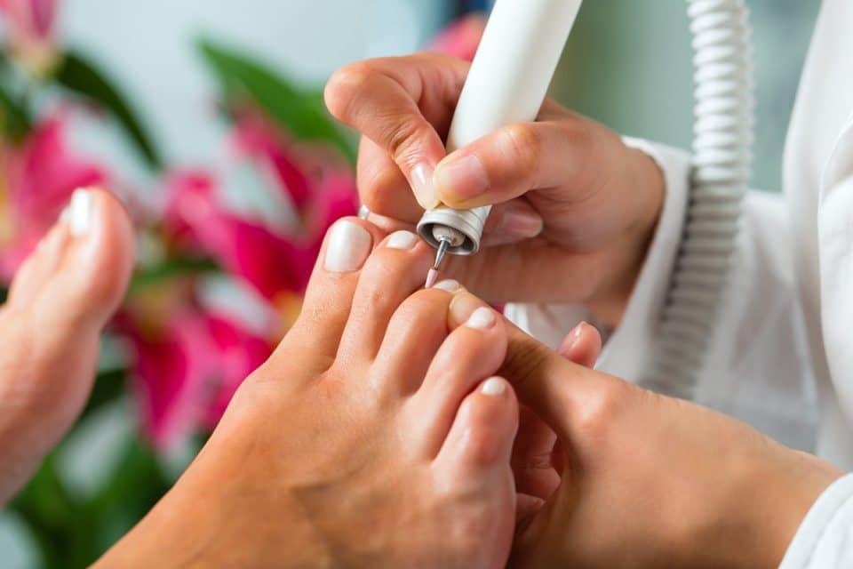 Аппаратный педикюр при грибке ногтей