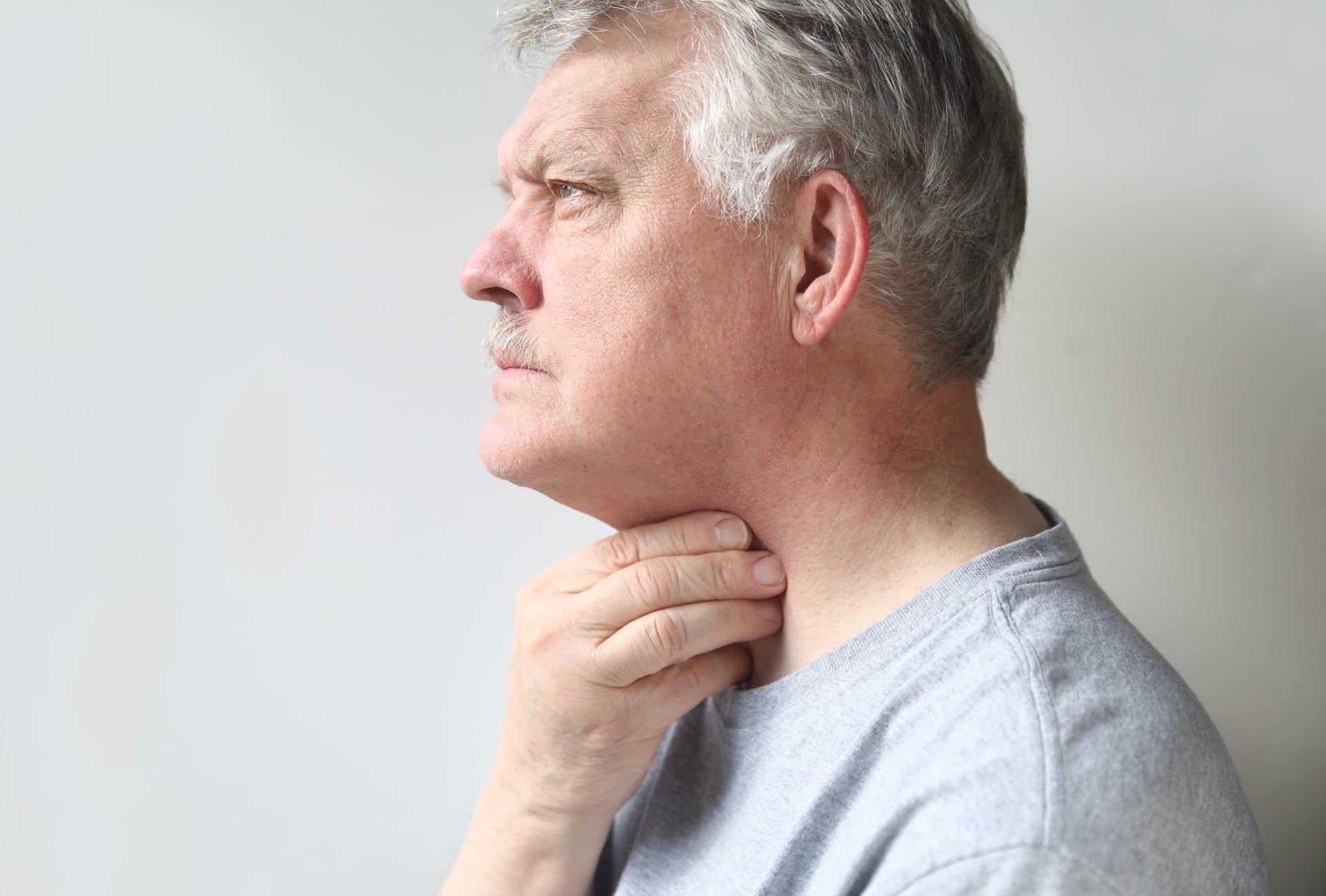 Чем полоскать горло при грибке горла