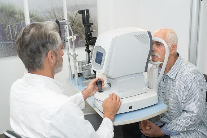 Как часто надо посещать офтальмолога после 60 лет?